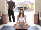 Ver hacer yoga a mi cuñada me pone a cien - Cuñadas