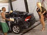 El chico que me lava el coche me excita - Tetonas