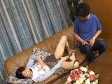 La madre se masturba mientras el hijo solo mira - Asiaticas