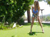 No tiene ni idea de jugar a golf, pero tiene un polvo - Vecinas