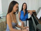 Me encanta dar clases de piano a la novia de mi hijo - Trios
