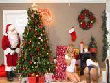 Papá Noel no se puede creer lo que está viendo … !! - Zorras