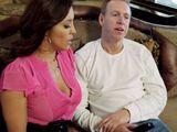El marido viendo la tele y ella llega con ganas de sexo - Casadas