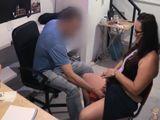 La dependienta de sexshop que se folla a sus clientes - Españolas