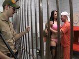 Último capricho del preso antes de morir, echar un polvo - Morenas