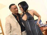 Tonteando con mi jefe, que ganas tengo de follármelo - Actrices Porno
