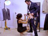 Le toma medidas a su cliente para el traje, acaban follando - Morenas