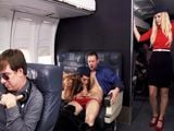 En pleno vuelo las azafatas se dejan echar un polvo - HD