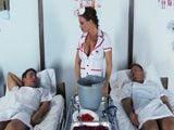 Los pacientes alucinan con la enfermera, que pintas de puta - XXX