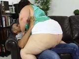 La gorda se enrolla con el marido de su mejor amiga - Gordas