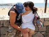 Madurita española ligando en la playa - Españolas