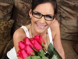 Le regalo unas rosas, joder, me la quiero follar ya - Morenas