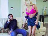Estaba al móvil con mi mujer cuando ella se desnudó - HD