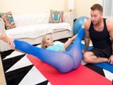 Poniéndosela dura a su entrenador personal en casa - Fotos Porno