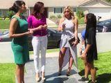 Mamá invita a casa a unas buenas amigas suyas - Lesbianas