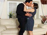 Casada infiel se folla al mejor amigo de su pobre marido - Fotos Porno