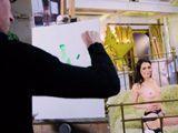 El pintor se pone cachondo viendo a su modelo desnuda - Anal