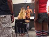 Graban a una profesora follando durante una clase - Sexo Fuerte