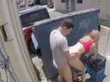 La cámara de seguridad graba a una pareja follando - Cerdas