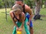 Milf brasileña tonteando con su entrenador personal - Casadas
