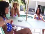 Mamá y sus dos amigas pasan la tarde en la piscina - XXX