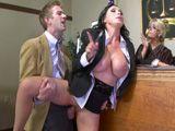 La abogada madura y tetona follada delante de la jueza - HD