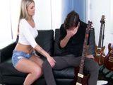 Anda cuñado, deja un poco la guitarra y fóllame el coño - Cuñadas