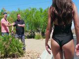 Los jardineros alucinan con el culo de esa señora ... - Xvideos
