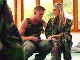 Dos reclutas se follan en el cuartel al sargento primero - Xvideos