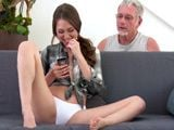 Hija puta, la pillo hablando con un tío por el whatsApp - XXX