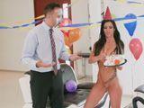 Mi regalo de cumpleaños, una tarta y una atractiva MILF - Milf