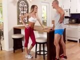 Vamos juntos al gimnasio, me pone con esos leggins - HD