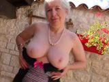 La abuela tiene 80 años y unas tetas casi perfectas !! - Abuelas