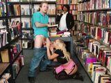 La bibliotecaria no se entera de lo que estamos haciendo - Sexo Fuerte
