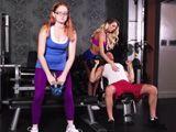 Tontean en el gimnasio delante del resto de socios ... - Zorras