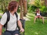 El alumno ve como su profesora se toca el coño ... - Sexo Fuerte