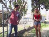 Algunas mujeres van por el barrio pidiendo polla joder - XXX