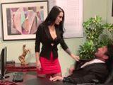 Su mujer le espera en casa y él follando con una compañera - XXX