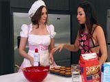 La clase de cocina acaba con las dos comiendo coño - Lesbianas