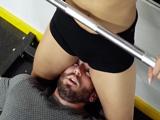 La monitora del gimnasio me pone el coño en la cara - Porno Mix