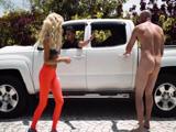 Mis amigos me dejan desnudo en la calle, que cabrones !! - Xvideos