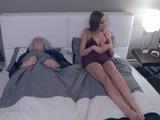 Mi marido se acuesta y se duerme, otro día sin follarme - HD