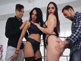 Marta La Croft y su amiga se montan una fiesta porno X - Españolas