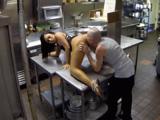 Cocinero y camarera follan en la cocina al acabar turno - Pornhub