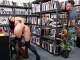 La bibliotecaria es una verdadera adicta al cibersexo ... !! - XXX