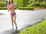 La hija de los vecinos sale a correr así todas las mañanas - Pornhub
