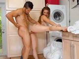 Nada como que te echen un buen polvo en la lavandería - Pornhub