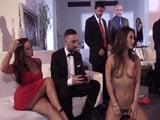 Me invitan a una fiesta que acaba siendo una orgía porno - Orgias