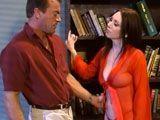 Pilla a su marido viendo una pelicula porno - Casadas