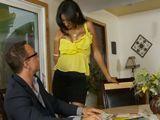 Mi cuñada en mi despacho con la teta al aire - Cuñadas